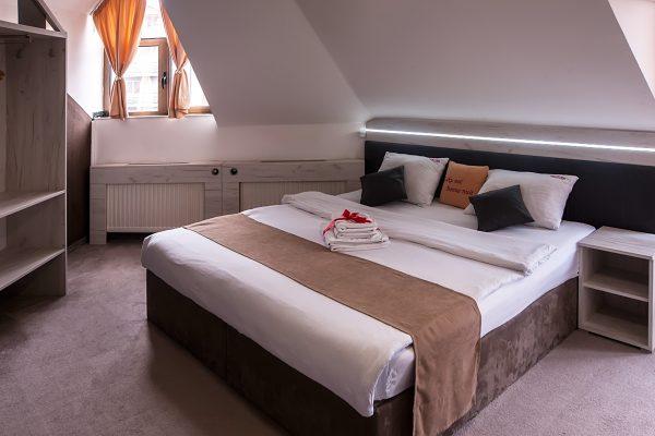 Zimmer 201 B